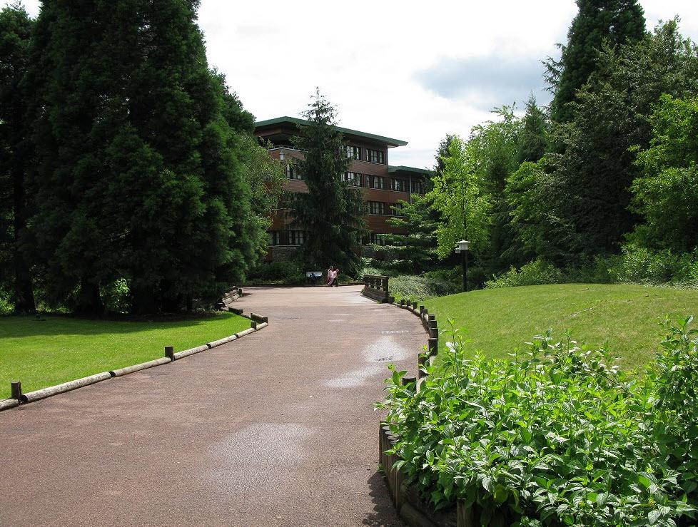 Sequoia Lodge Hotel